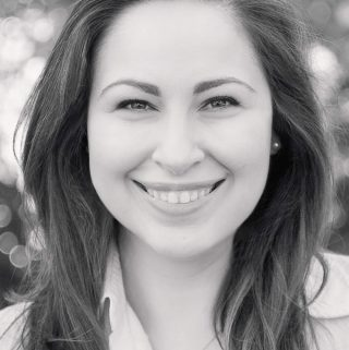 Amanda Biddle Headshot
