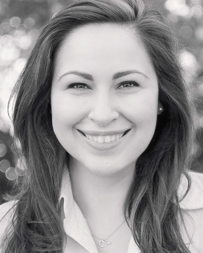 Amanda Biddle Headshot
